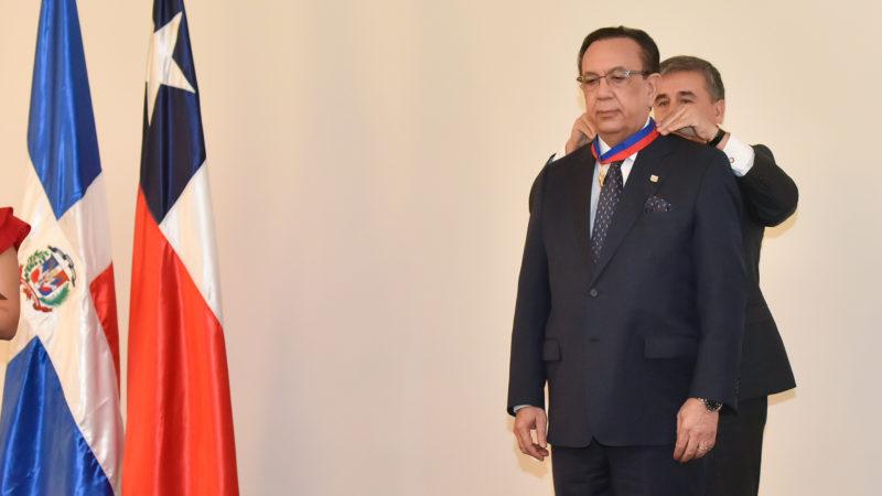 Valdez Albizu recibió la condecoración Orden Bernardo O'Higgins en grado Gran Oficial del Gobierno de Chile