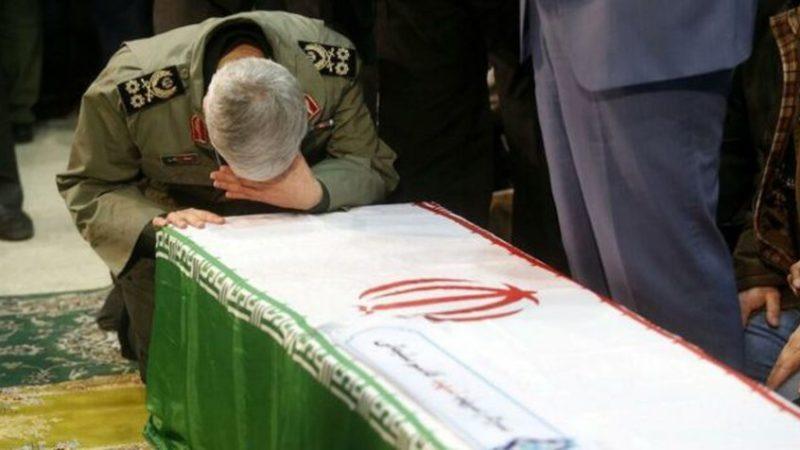 Irán clama venganza entre muestras de dolor en funeral de Soleimaní