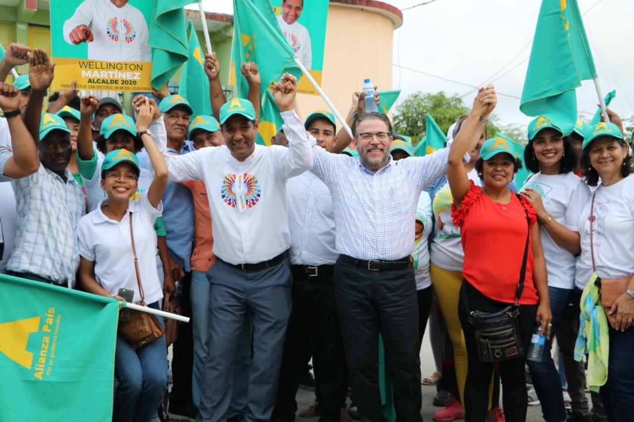 Guillermo Moreno encabeza recorrido con candidatos municipales en San Cristóbal.