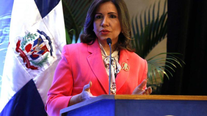 """Margarita Cedeño pide a la virgen de la Altagracia que cubra al pueblo con su """"manto divino"""""""