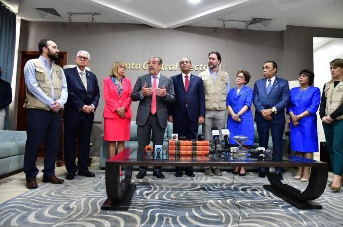 Oposición denuncia irregularidades ante misión de OEA