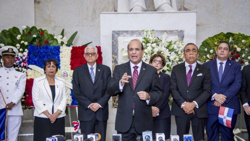 JCE realiza Ofrenda Floral ante el Altar de la Patria por 176 Aniversario de Independencia Nacional