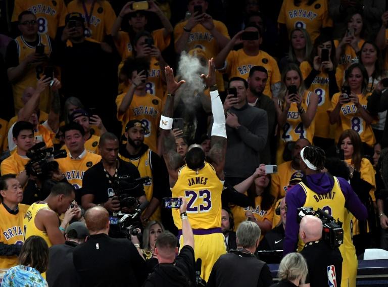 LeBron promete continuar con legado de Kobe Bryant