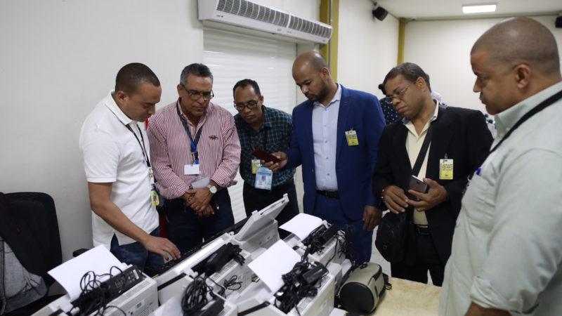 JCE realiza clonado de escáneres con software de prueba para fines de entrenamiento