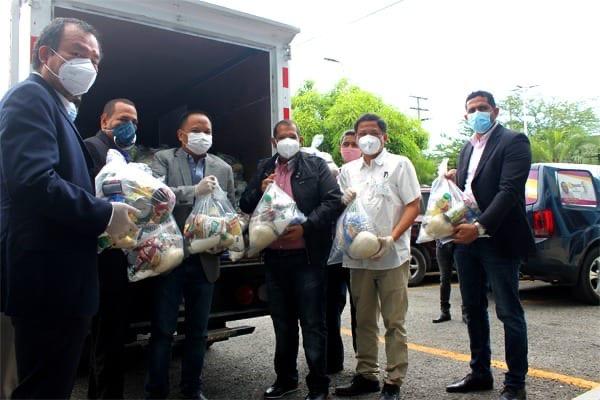 Colonia china dona alimentos para comunidades vulnerables a través de la Alcaldía de Santo Domingo Norte