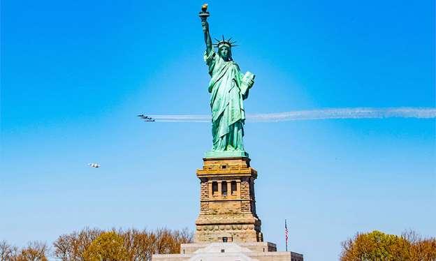 Nueva York advierte que podría no reabrir completamente sino hasta septiembre