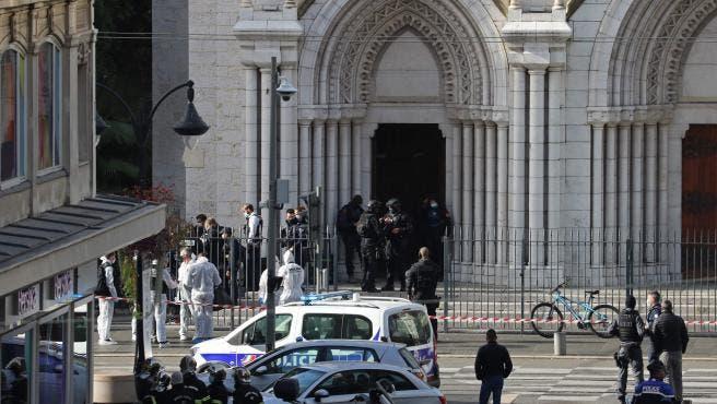 Ataque terrorista en Francia deja tres muertos, uno de ellos decapitado, en la basílica de Niza