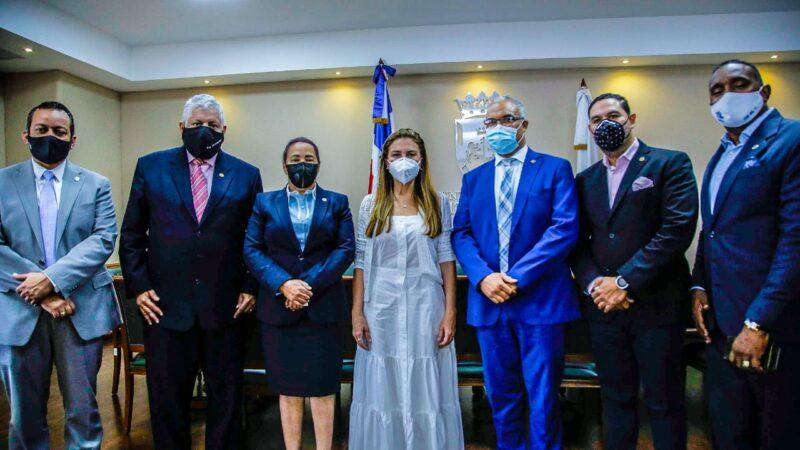 Alcaldesa Carolina Mejía recibe comisión alto nivel del CODIA