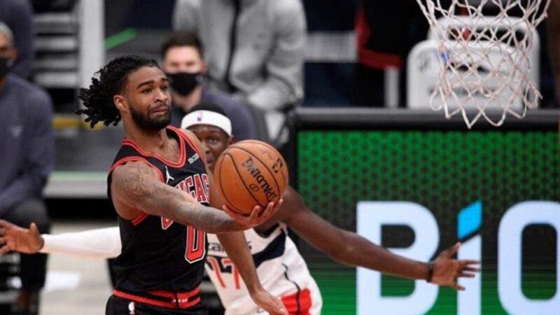 El base Coby White lidera el ataque de los Bulls