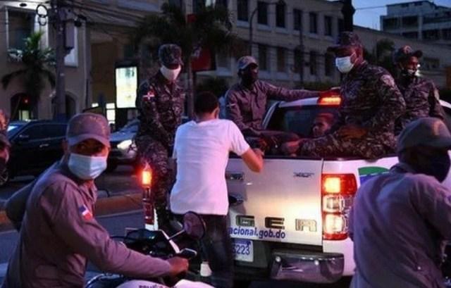 Policía detiene 1,261 personas; recuerda toque de queda inicia hoy al mediodía
