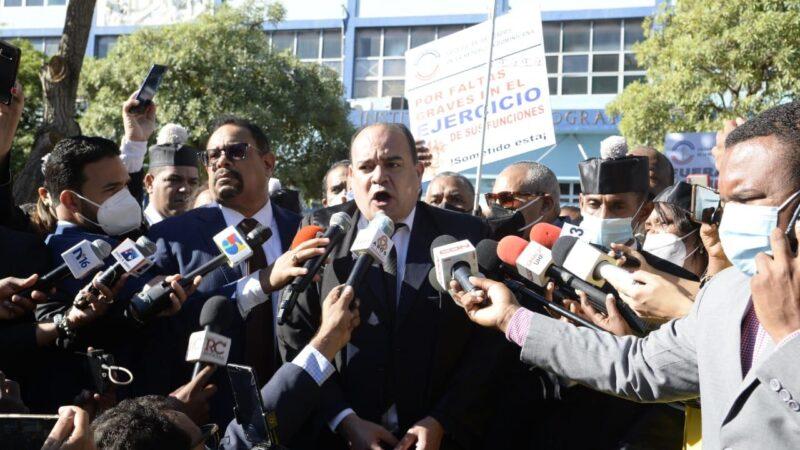 Abogados protestan frente a la Suprema Corte de Justicia en el Día del Poder Judicial