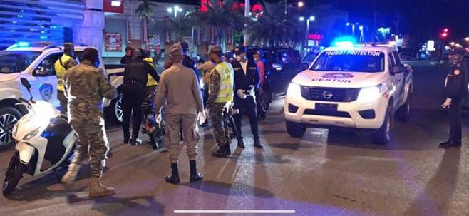 1,142 detenidos por violentar el toque de queda extendido de este sábado