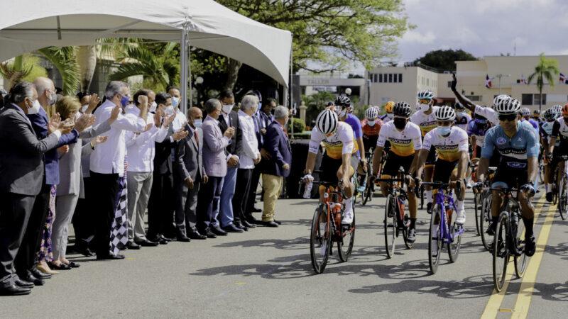 Presidente Abinader dejó iniciada la Vuelta Ciclista Independencia