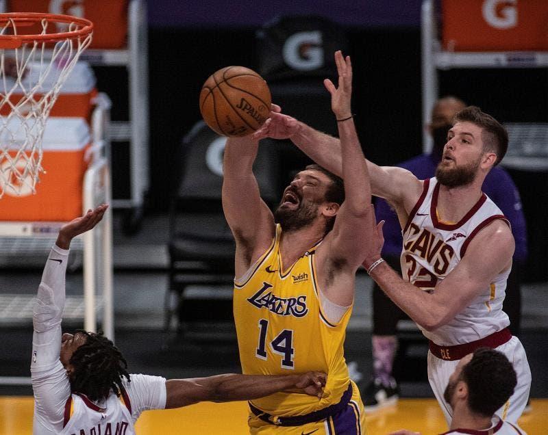 Lakers rompen racha perdedora con Harrell de líder; Gasol, 4 puntos