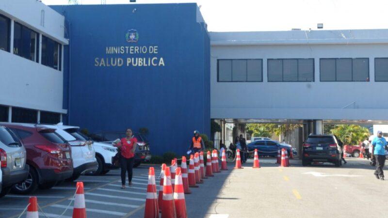 Autoridades llaman a la sensatez y diálogo para solucionar situación 15 médicos sin plazas
