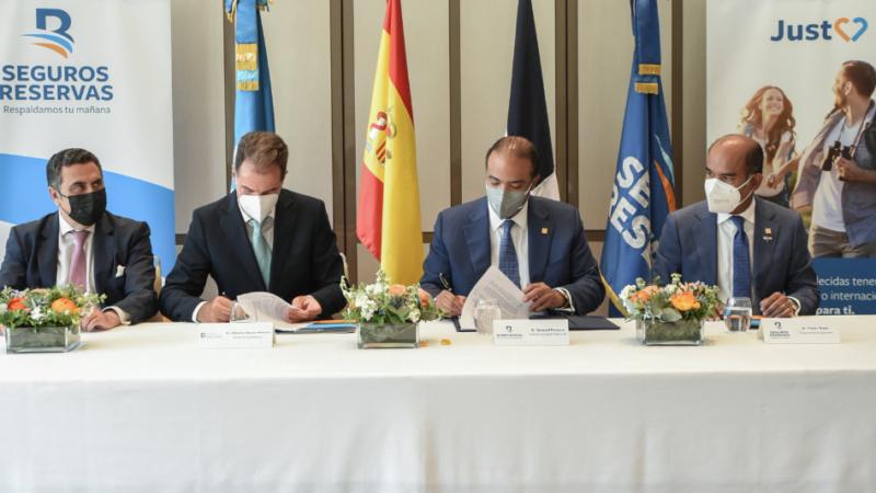 Seguros Reservas firma en España dos acuerdos de colaboración en salud y educación en finanzas