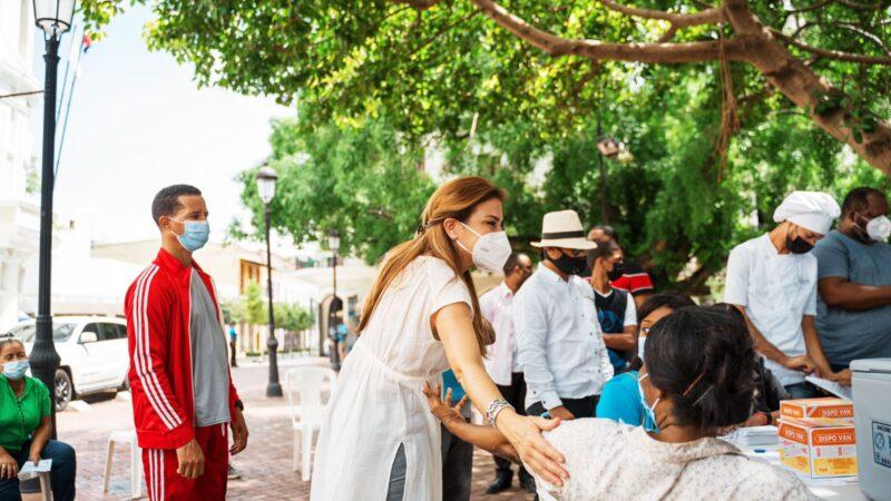 Alcaldesa Carolina Mejía destacó como exitosa jornada de vacunación comunitaria en el Distrito Nacional