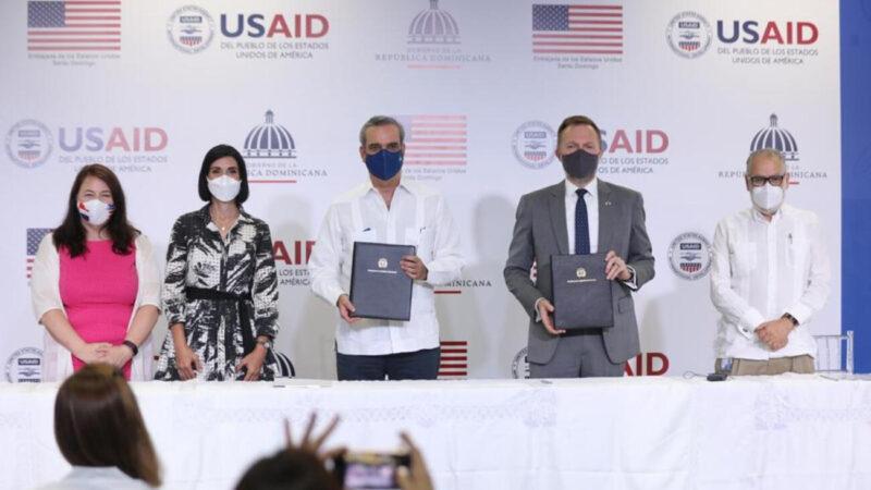 Abinader encabeza firma de acuerdo de cooperación con el Gobierno de EE. UU por $251 millones de dólares