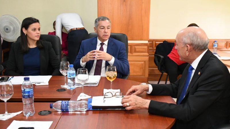Senadores discuten con equipo económico del Gobierno, proyecto ley que busca  reducir impuesto a vivienda Suntuaria.