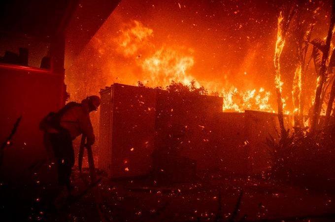 Lebron James desalojado de su casa por los incendios que asolan California