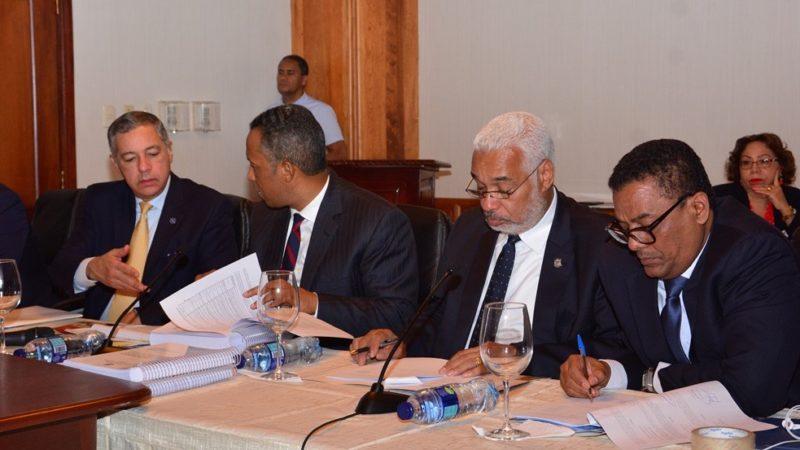 Comisión Bicameral estudia proyecto de Presupuesto sostiene encuentro con ministro de Hacienda y director de Presupuesto