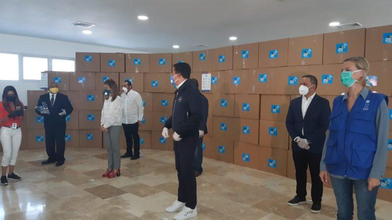 Collado, PNUD y Empresarios completan entregan del millón de mascarillas y guantes en la capital y anuncian 200 mil más.