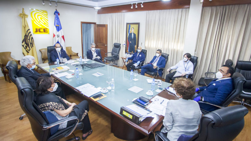 Pleno JCE sostiene reunión con Subdirectores de Informática sobre aspectos técnicos de elecciones del 5 de julio; impresión del padrón local inicia mañana