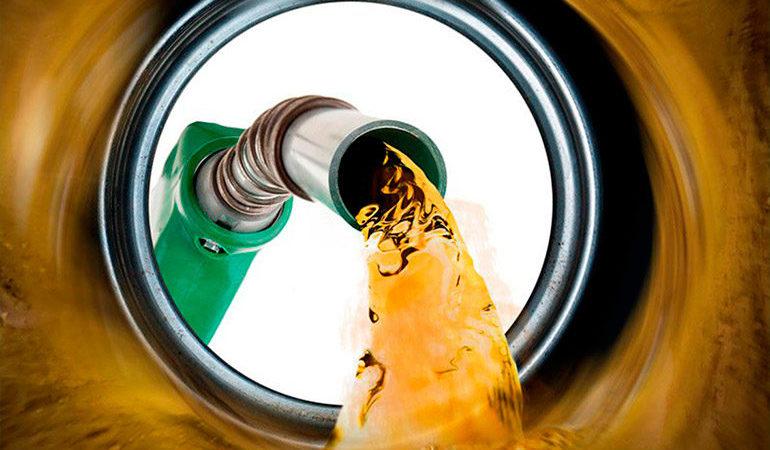 Aumento del petróleo empuja precios de los combustibles al alza
