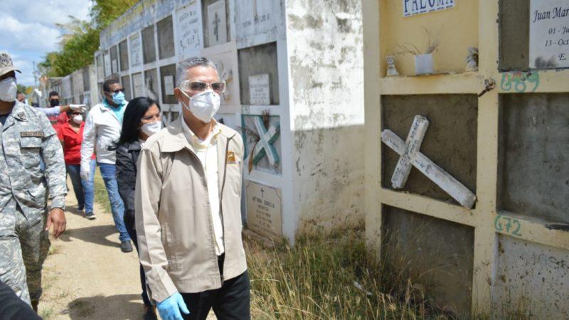 Manuel Jiménez encuentra cementerio Cristo Salvador abandonado y hasta en calles construyen nichos