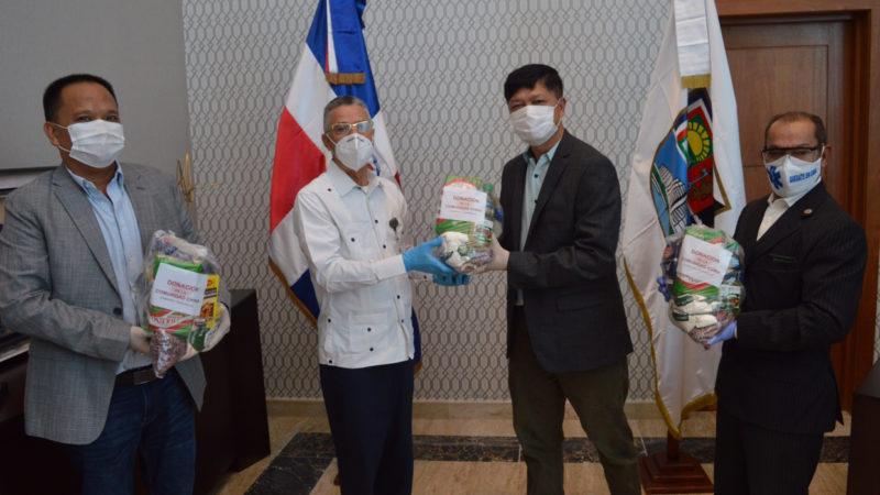 Alcalde SDE Manuel Jiménez agradece donación de raciones alimenticias a la colonia China