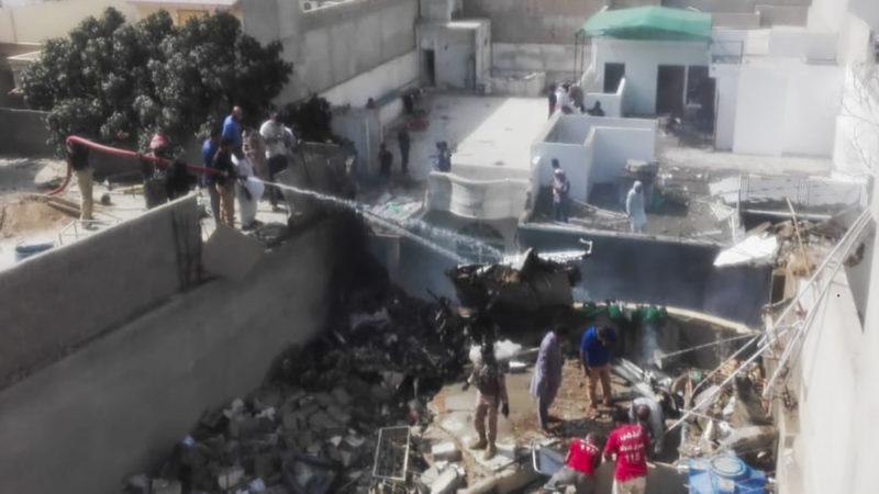 Se estrella avión con 107 de Pakistan International Airlines