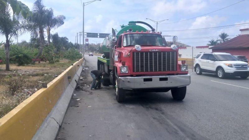 Alcaldía SDE someterá a compañía por lanzar desperdicios a vía publica