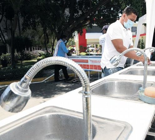 Una novedad en la Capital: Los lavamanos públicos