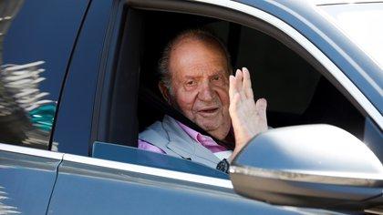 El rey emérito español Juan Carlos I viajó por tierra a Portugal y desde allí se exilió en República Dominicana