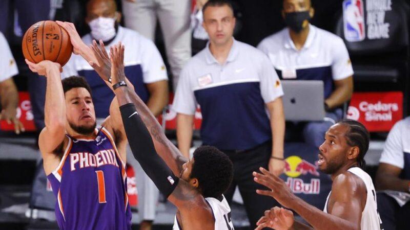 Booker y Rubio dan a Suns tercer triunfo seguido en lucha a playoffs