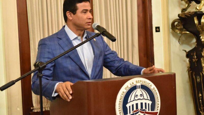 Solicitan a Luis Abinader darle baja deshonrosa a Adán Cáceres cuando asuma presidencia