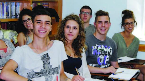 Universitarios en Italia no podrán ser 'mantenidos' por sus padres tras graduarse