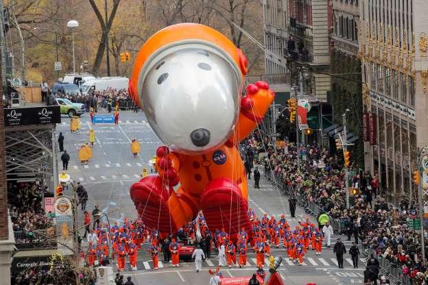 ¿Globos de Snoopy con mascarilla de COVID-19? Desfile de Acción de Gracias de Macy's se verá por TV