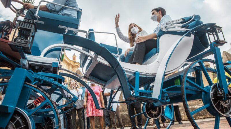 Alcaldesa Carolina Mejía encabeza lanzamiento de los primeros carruajes eléctricos de la ciudad