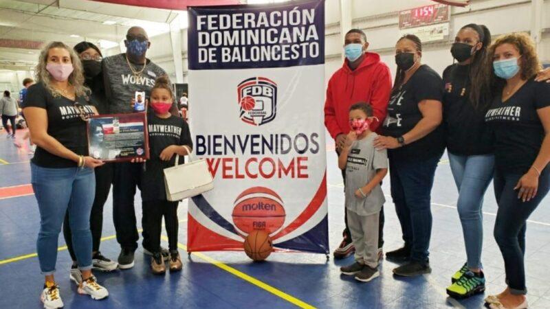Fedombal rinde homenaje a madre del jugador de la NBA Karl Towns