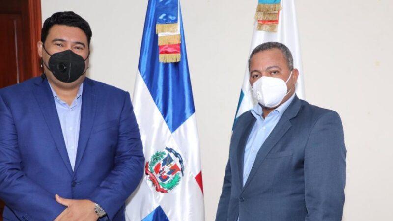 Alcalde de Higüey se reúne con director del INTRANT para coordinar trabajos de tránsito