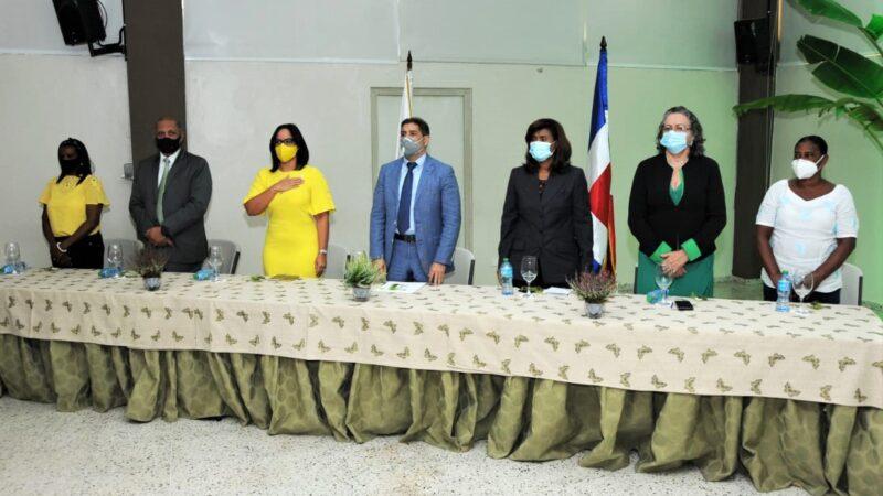 """Ministro Agricultura encabeza acto del """"Día Internacional de la Mujer Rural"""""""