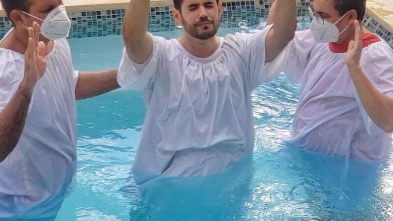 Mensaje de Manny Cruz al bautizarse en la Iglesia Evangélica