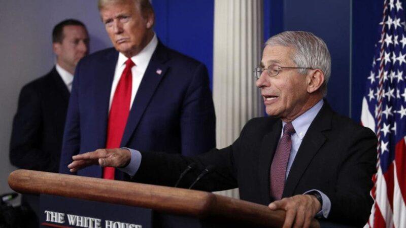 Donald Trump amenaza en un mitin con despedir a Fauci