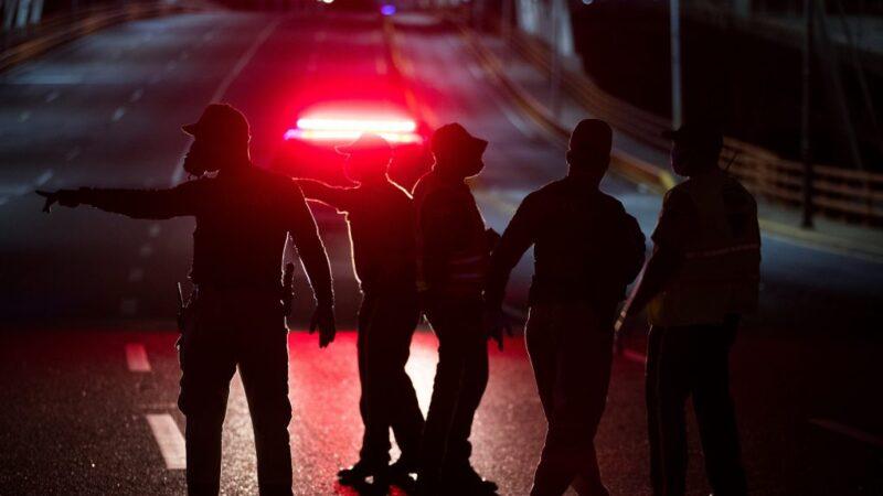 Detienen a 835 personas por violar el toque de queda