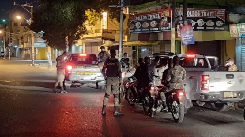 995 detenidos por violar toque de queda en Nochebuena; 414 multados por no usar mascarillas