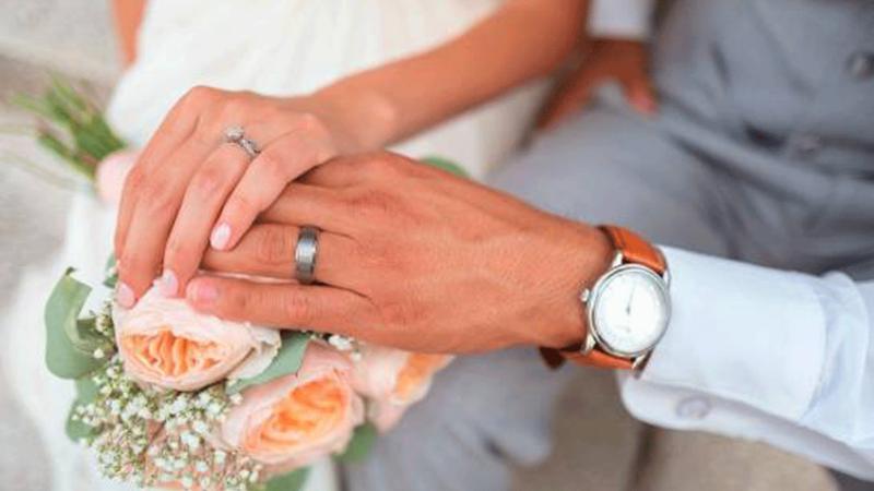 Mujer vuelve a casarse con el mismo hombre tras olvidarlo después de perder la memoria