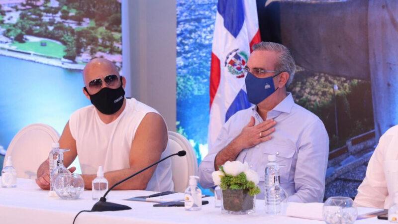 Reunión de Vin Disel con Abinader y su vestimenta informal causan furor en las redes sociales