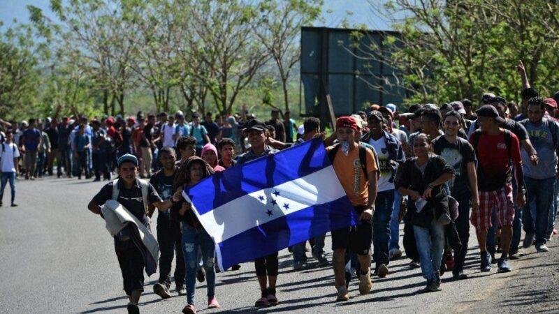 """""""No vengan ahora"""": le dice el gobierno entrante de Biden a la caravana de migrantes hondureños"""