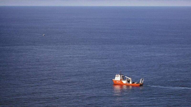 Un náufrago sobrevive 14 horas a la deriva agarrado a «un trozo de basura»